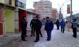 politia locala a venit in numar mare la demolarea spatiilor lui Botomei