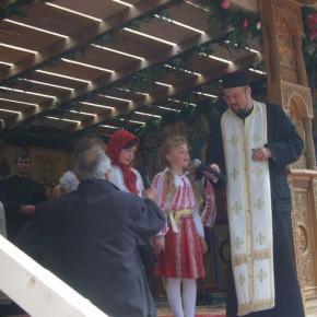 Preotul Radu Grigoras la Hramul din 2009, odata cu atestarea a 600 de ani la Magura