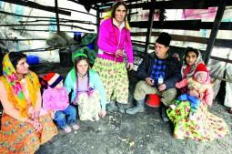 familie de romi (poza divers.ro)