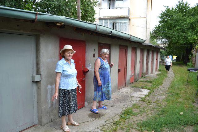 locatarii sunt nemultumiti de posibilitatea realizarii unei strazi (4)