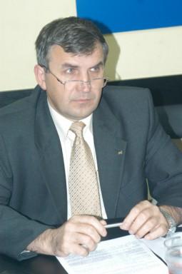 Viorel Miron, primarul Comanestiului, este acuzat de complicitate la exploatarile ilegale de pe dealul Goanta