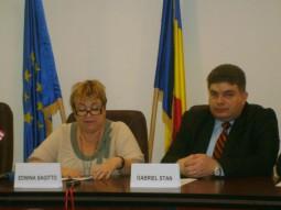 Edwina Sagitto, Cultural Affairs Officer la Ambasada SUA si Gabriel Stan, directorul CCD Bacau