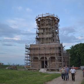 Crucea bisericii Sf Apostol si Evanghelist din Magura a fost plimbata pe ulitele satului