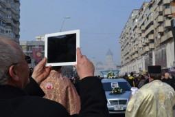 Inmormantarea lui Sechelariu, filmata cu tableta