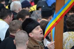 Vasile Botomei i-a dus crucea lui Dumitru Sechelariu (3)_640x427