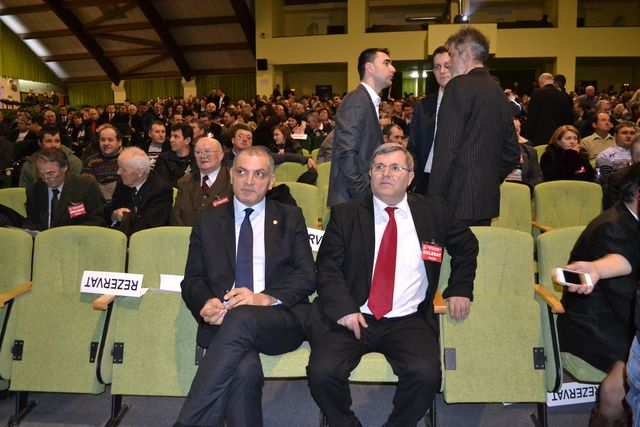 Damian Draghici (stanga) si Ionel Turcea (primar Buhusi)