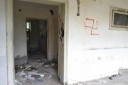Boschetarii au murdarit peretii cu insemne naziste