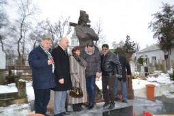 Grigore Vieru monument (1)