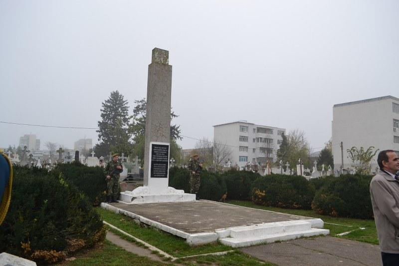 monumentul ostasilor sovietici din Bacau (1)