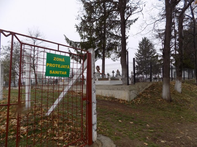 bazinul de apa langa cimitir