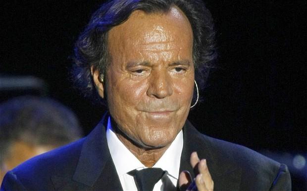 FOTO:www.telegraph.co.uk Concertul lui Julio Iglesias de la Bacau, din 2007, a costat 340 de mii de euro